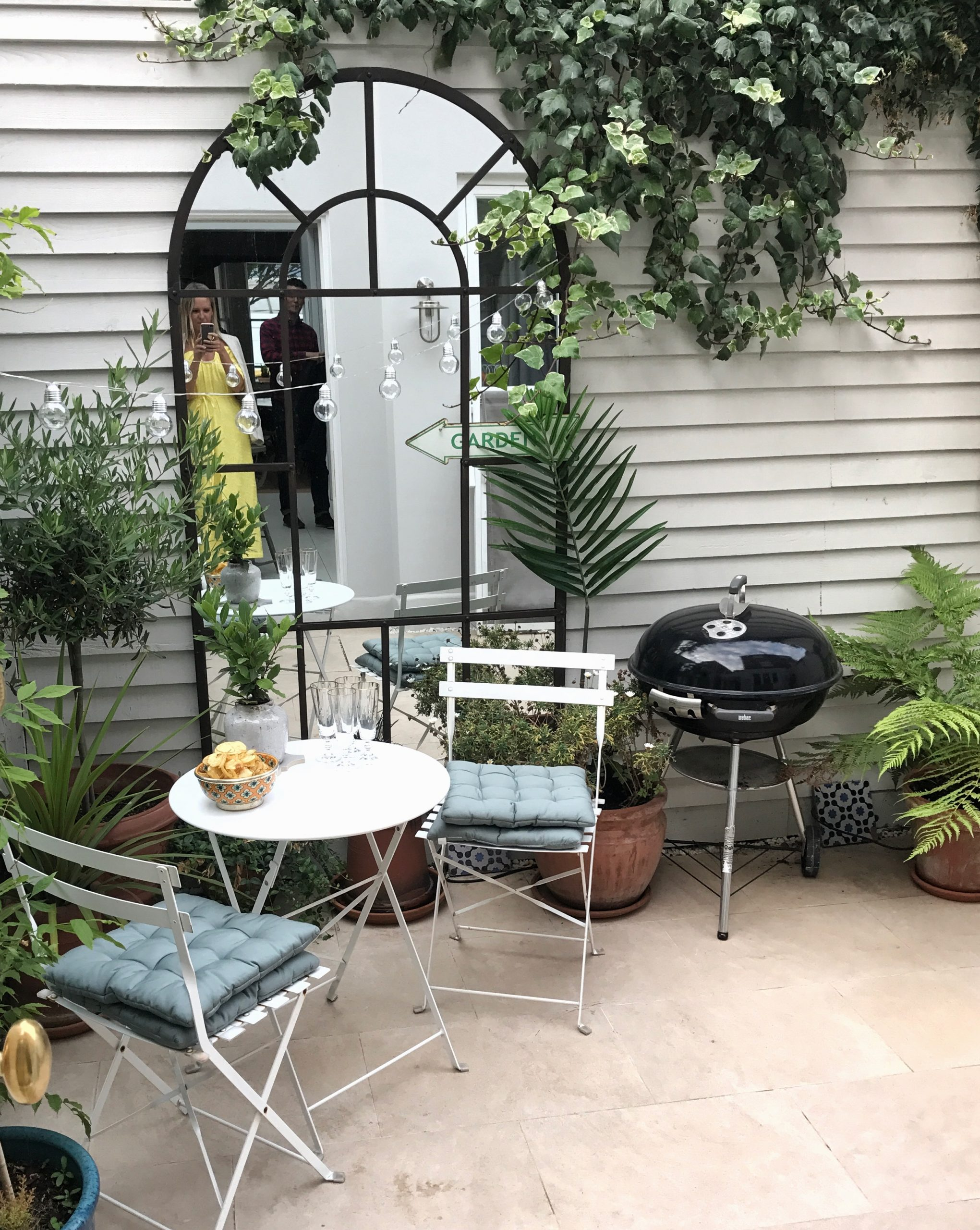 HOW TO STYLE SMALL SPACES COURTYARD GARDENS   The Frugality