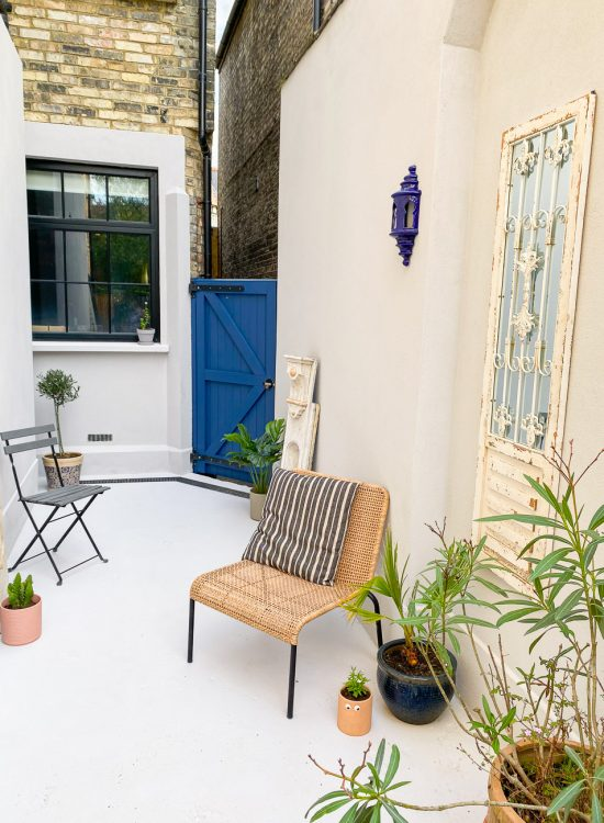 QUICK COURTYARD DIY: BEFORE AND AFTER